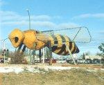 Памятник пчеле в Канаде